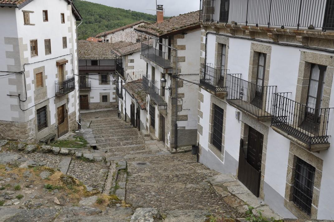 Carrer de l'església parroquial de Candelario