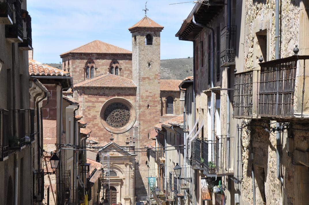 Carrer Major i Catedral de Sigüenza de Castella-La Manxa