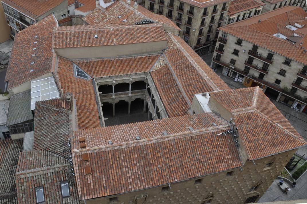 Casa de les Petxines des de la Clerecia de Salamanca