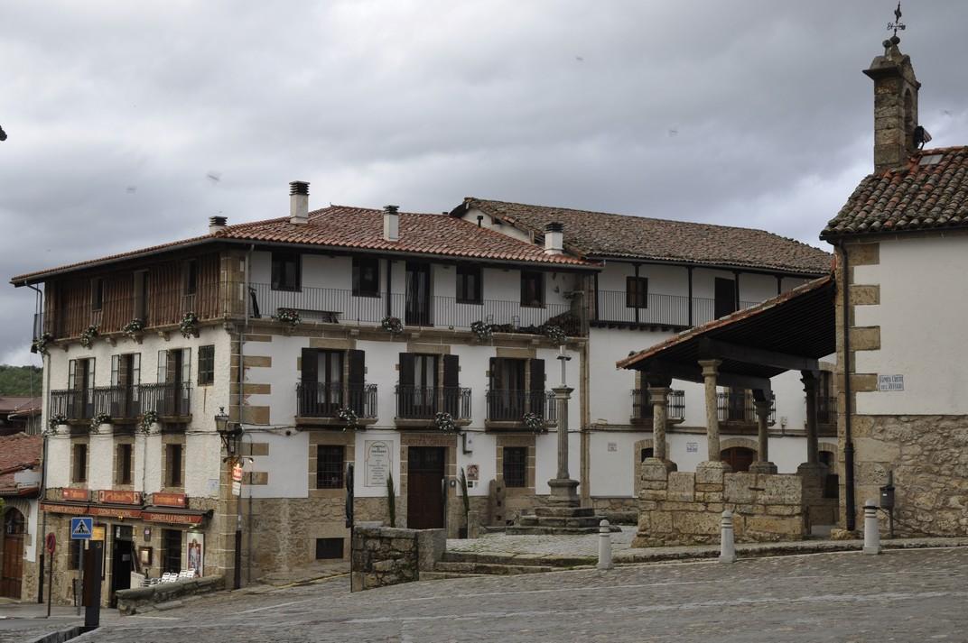 Cases del voltant de la plaça del Humilladero de Candelario