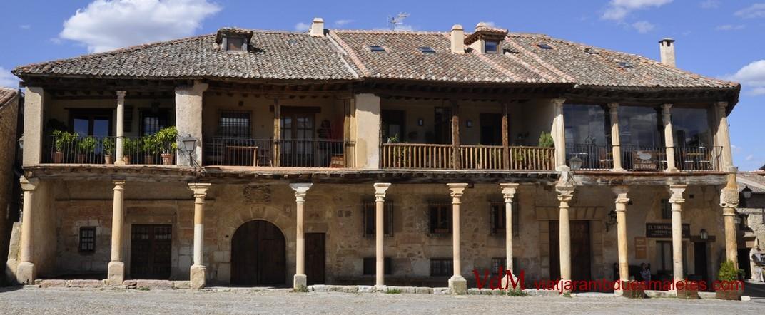 Cases porxades de la Plaça Major de Pedraza de Segòvia