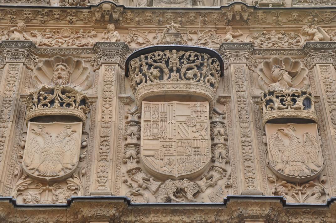 Escut del rei Carles I de la façana principal de la Universitat de Salamanca
