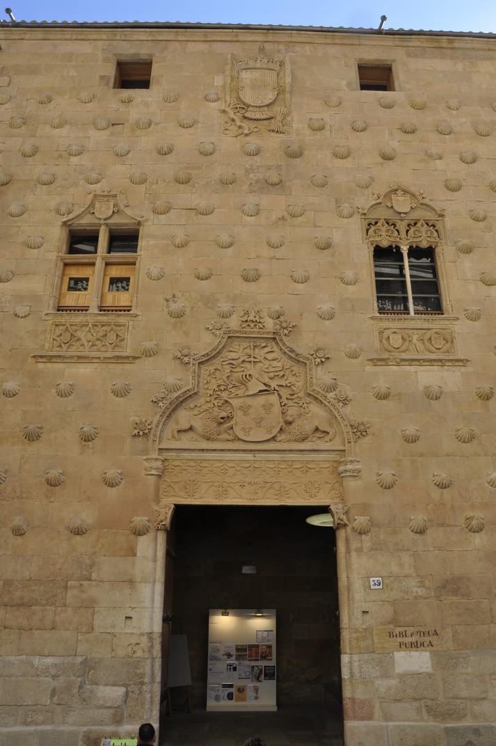 Façana principal de la Casa de les Petxines de la Ciutat de Salamanca