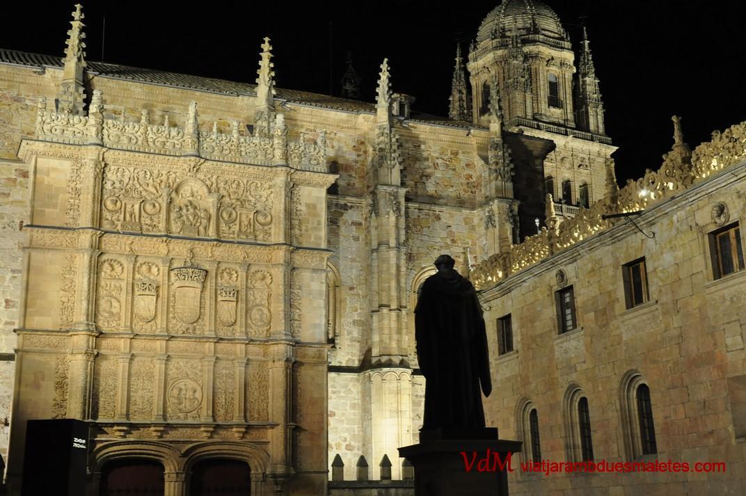 Façana principal de la Universitat de Salamanca des del Pati d'Escoles