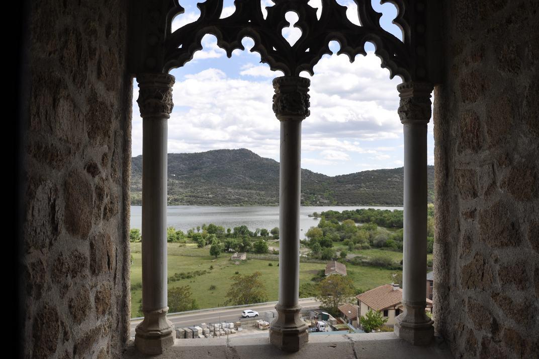 Finestra a l'embassament de Santillana del Castell de Manzanares El Real de Madrid