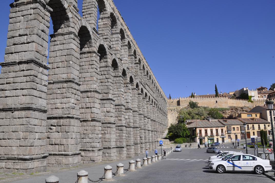Plaça de l'Artilleria - Aqüeducte de Segòvia