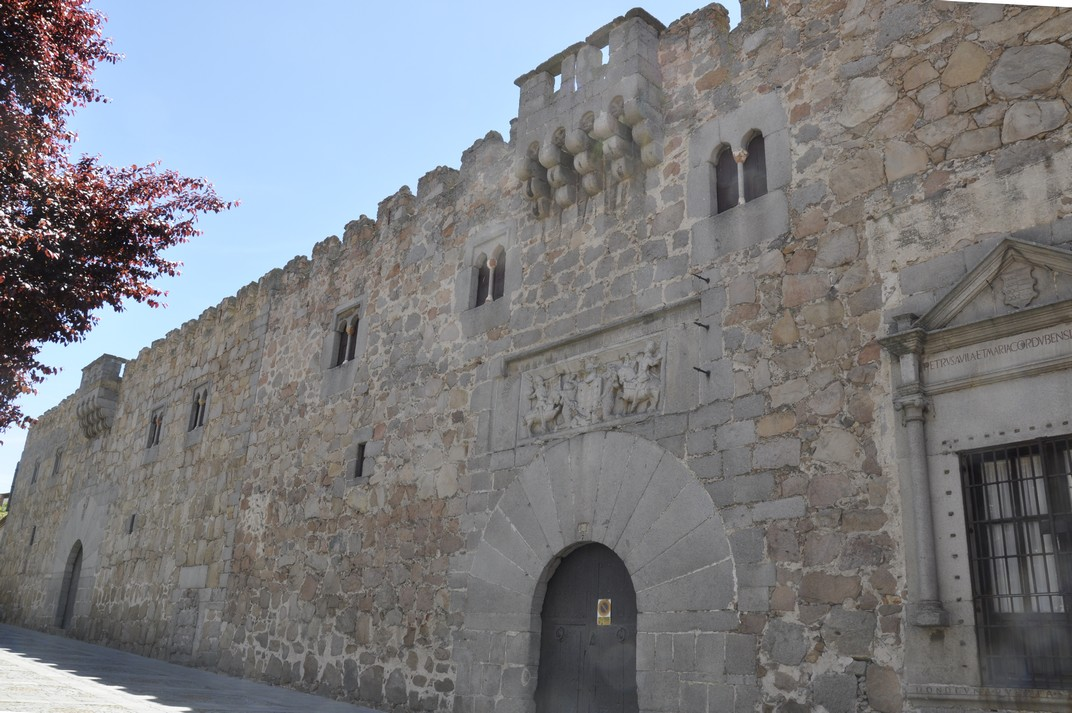 Porta amb relleu del Palau de los Dávila d'Àvila