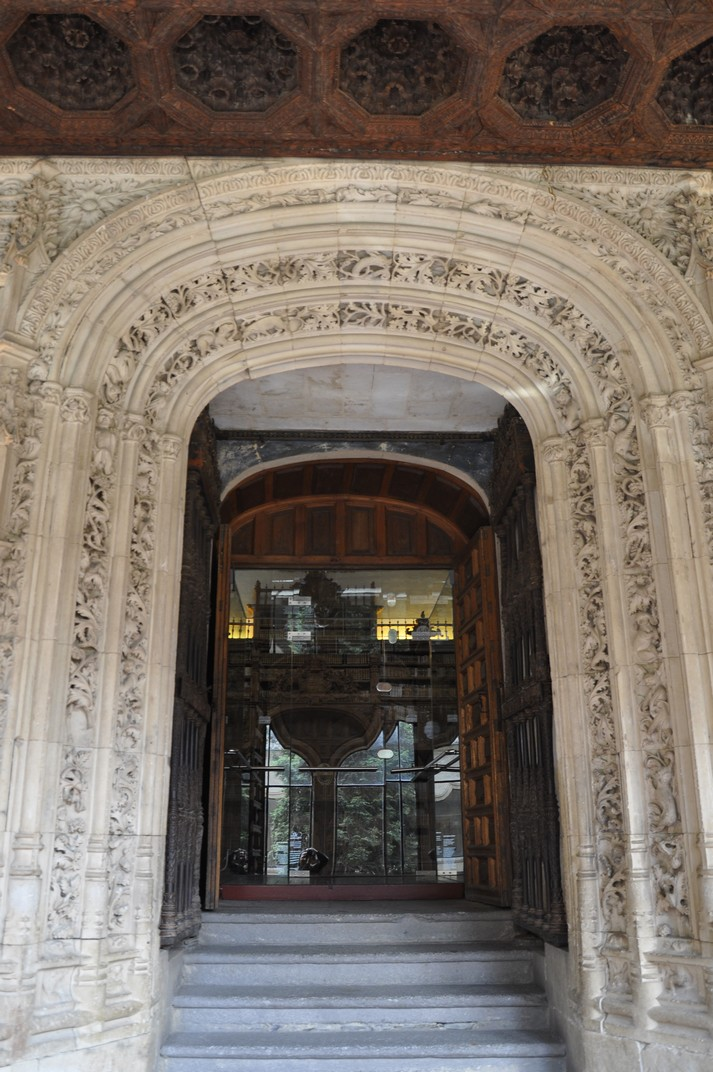 Porta de la Biblioteca de la Universitat de Salamanca