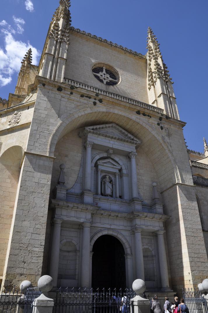 Porta de San Frutos de la Catedral de Segòvia