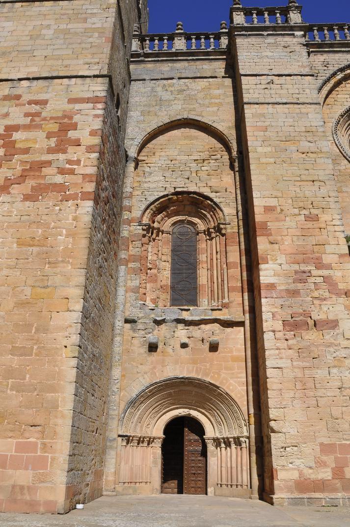 Porta dreta de la Catedral de Sigüenza de Castella-La Manxa