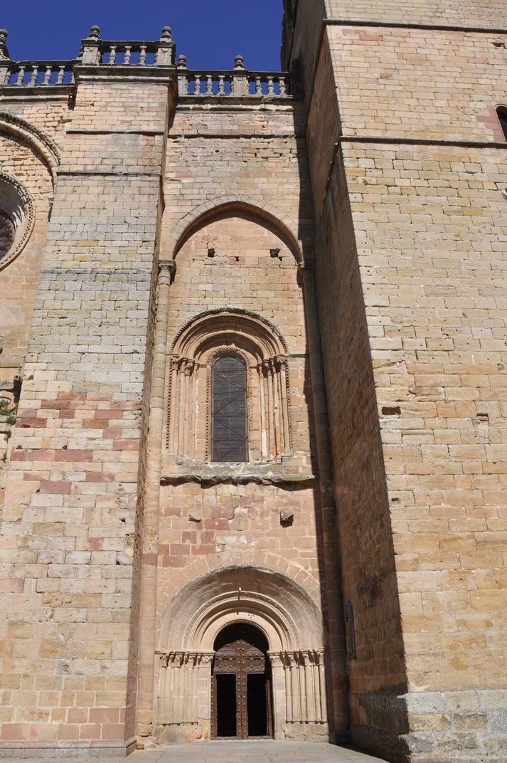 Porta esquerra de la Catedral de Sigüenza de Castella-La Manxa
