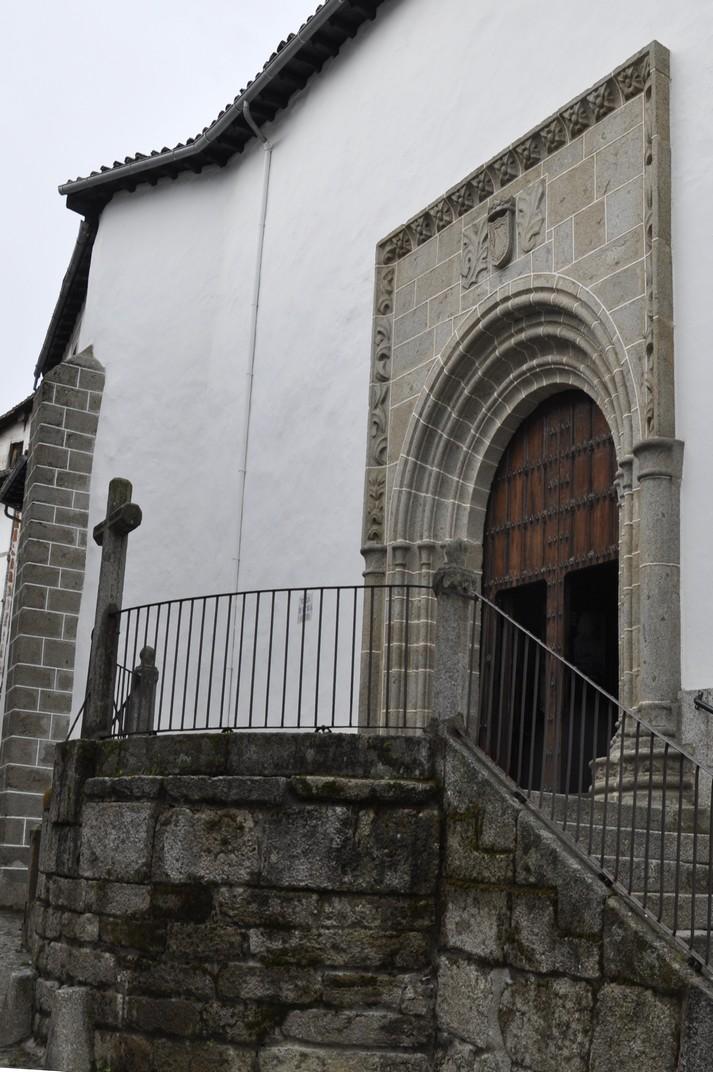 Portada nord de l'església parroquial de Candelario