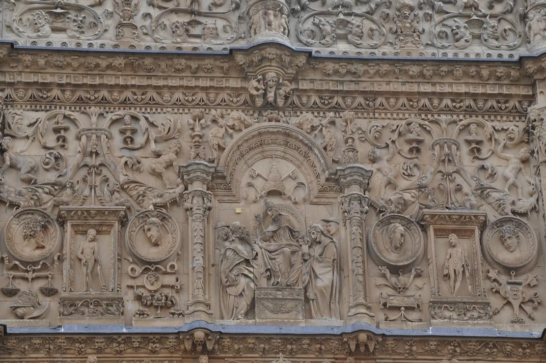 Representació Papal de la façana principal de la Universitat de Salamanca