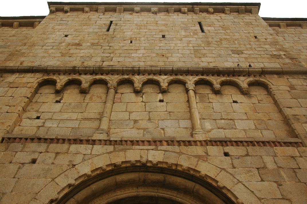 Arcuacions cegues de la porta nord de la Catedral de la Seu d'Urgell de Lleida