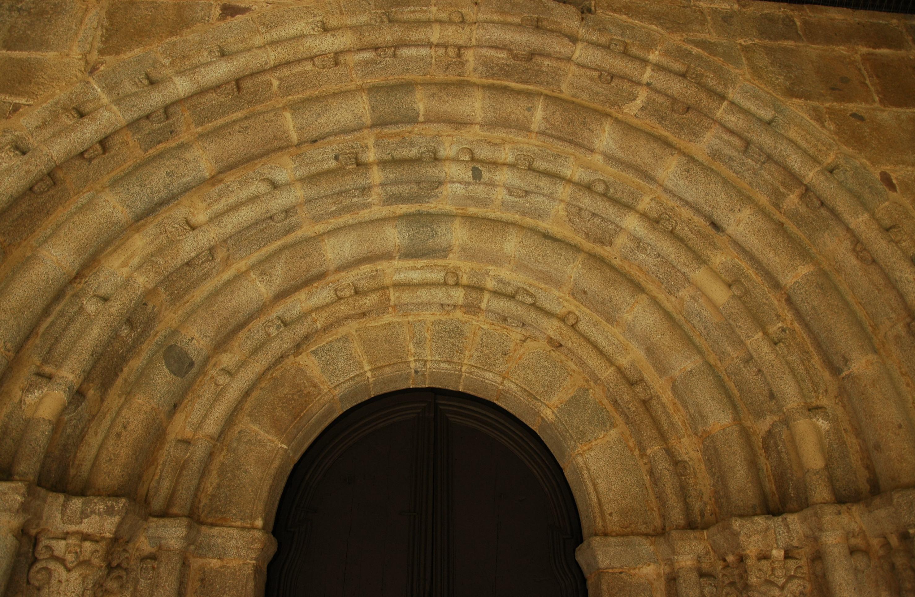 Arquivoltes de la porta sud de la Catedral de la Seu d'Urgell de Lleida
