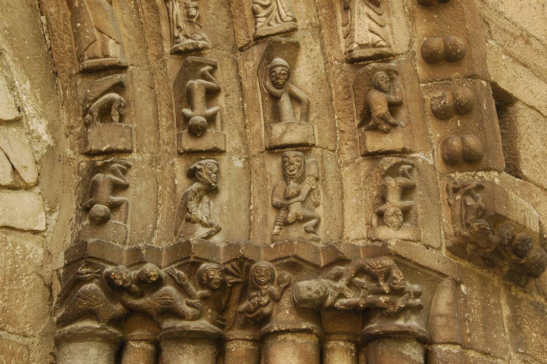 Arquivoltes de la portalada de l'església de Sant Esteve de Betren