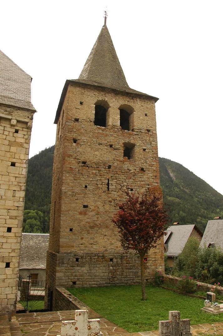Campanar de torre de l'església de Santa Maria de Cap d'Aran de Tredòs