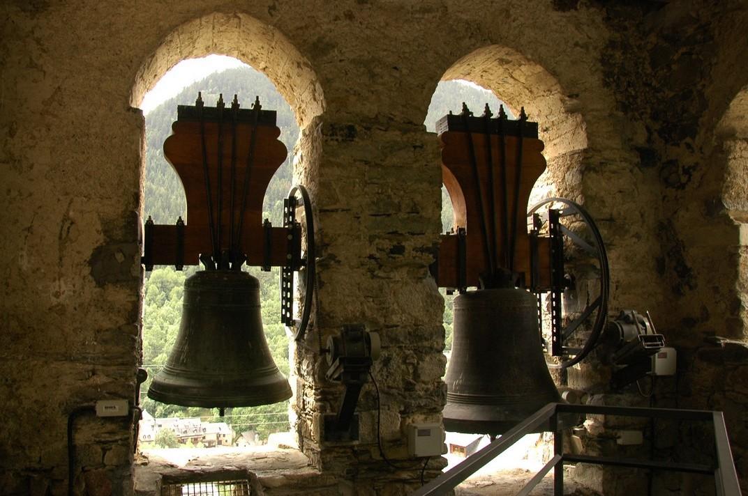 Campanes de la torre de l'església de Santa Maria de Cap d'Aran de Tredòs