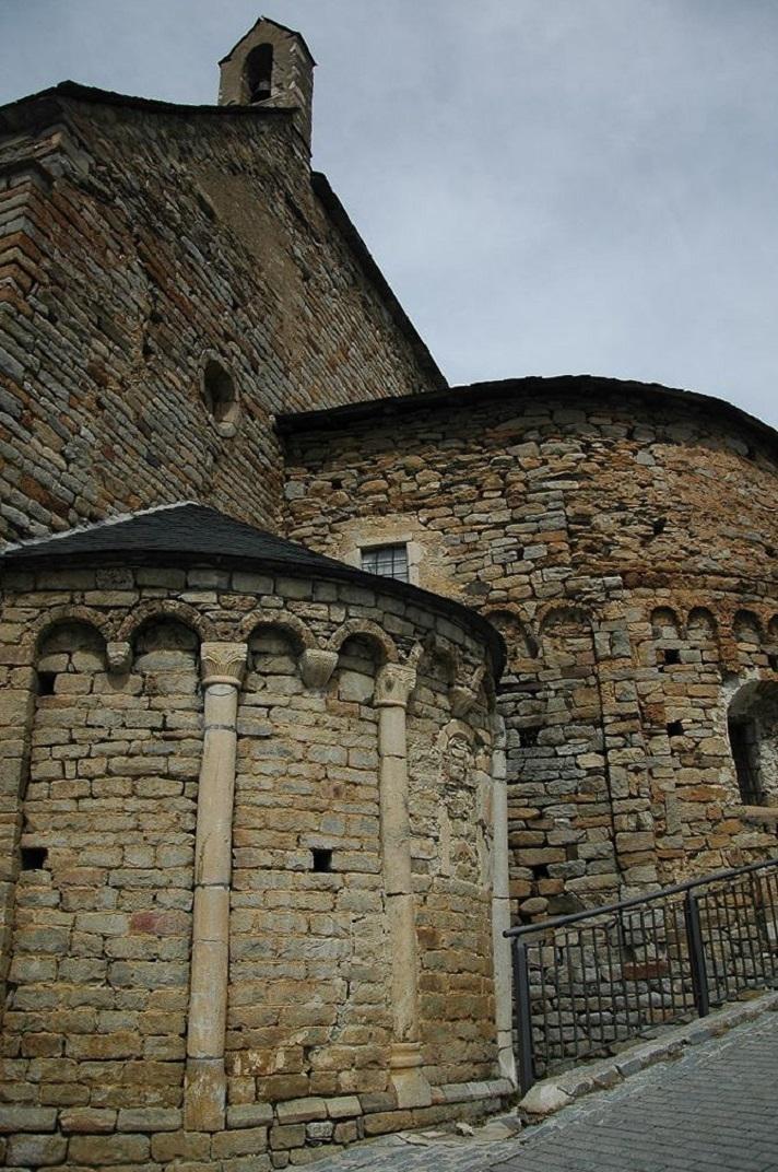 Capçalera de l'església de Santa Maria de Cap d'Aran de Tredòs