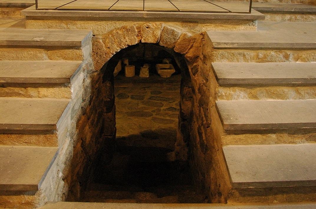 Cripta de l'església de l'església de Santa Maria de Cap d'Aran de Tredòs