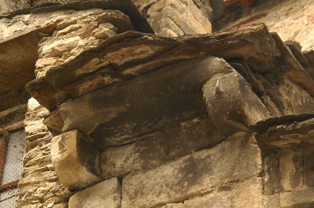 Detall de l'absis central de l'església de la Purificació de Bossòst