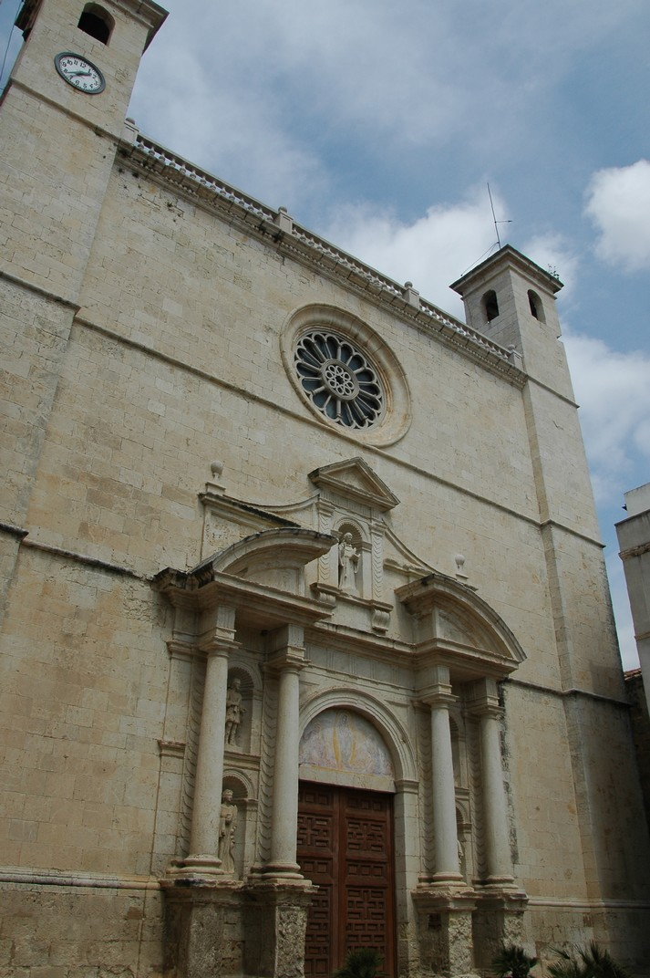 Façana principal de l'església de Sant Julià de L'Arboç