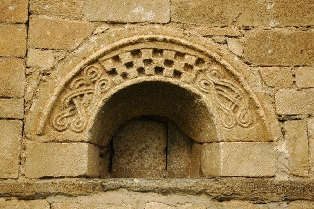 Finestra del mur sud de l'església de Sant Fèlix de Vilac