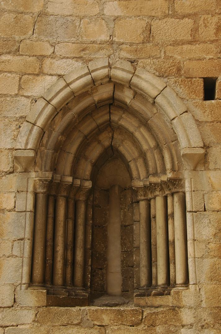 Finestra mur nord de l'església de Sant Esteve de Betren