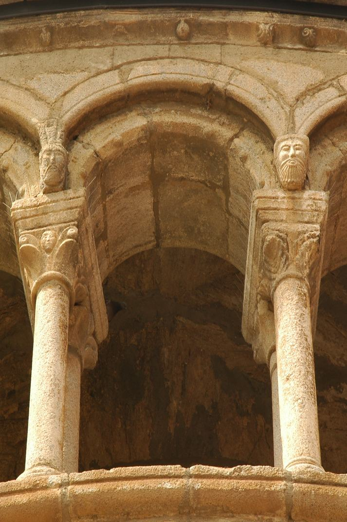 Galeria del absis de la Catedral de Santa Maria de la Seu d'Urgell