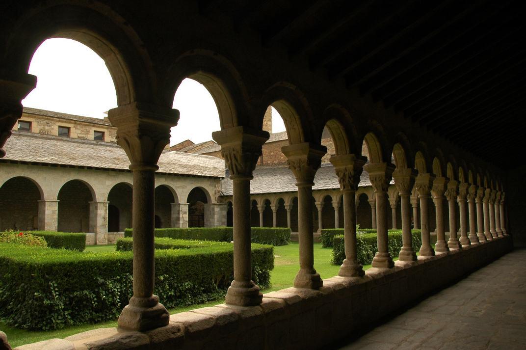 Galeria del claustre de la Catedral de Santa Maria de la Seu d'Urgell