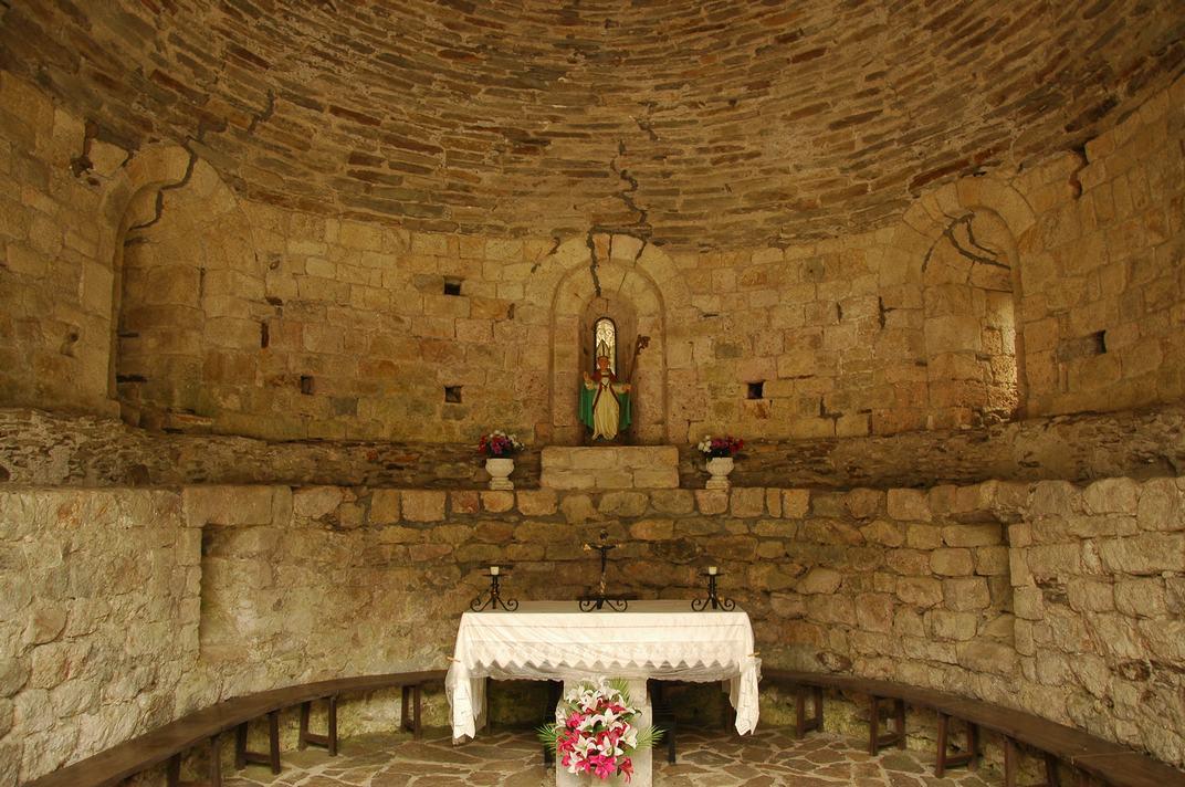 Interior de la capella de Sant Blai de Les