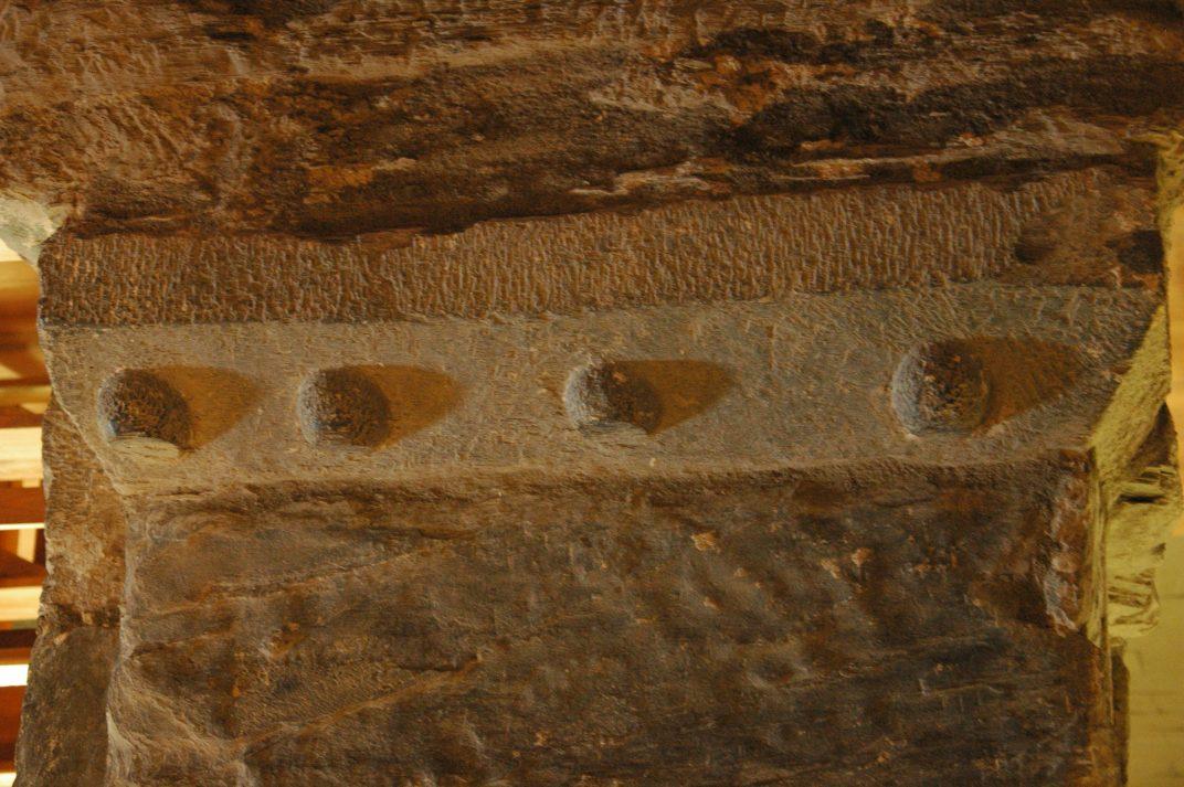 Materials reutilitzats al mur sud de l'església de Sant Fèlix de Vilac