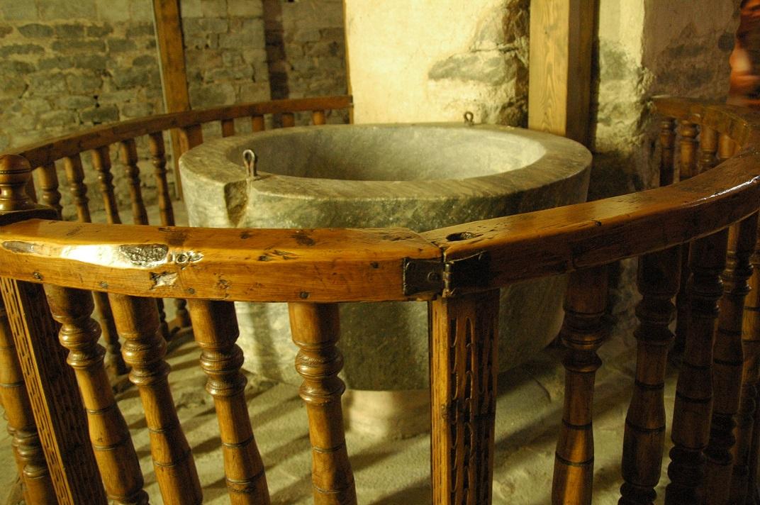 Pica baptismal de l'església de Santa Maria de Cap d'Aran de Tredòs