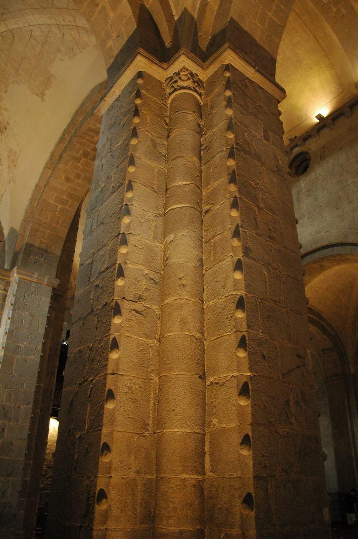 Pilar cruciforme de la Catedral de la Seu d'Urgell de Lleidall