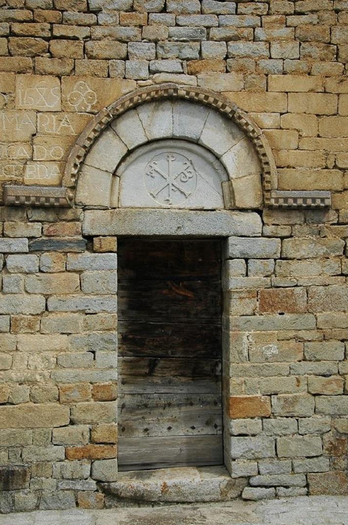 Porta de migdia de l'església de Santa Maria de Cap d'Aran de Tredòs