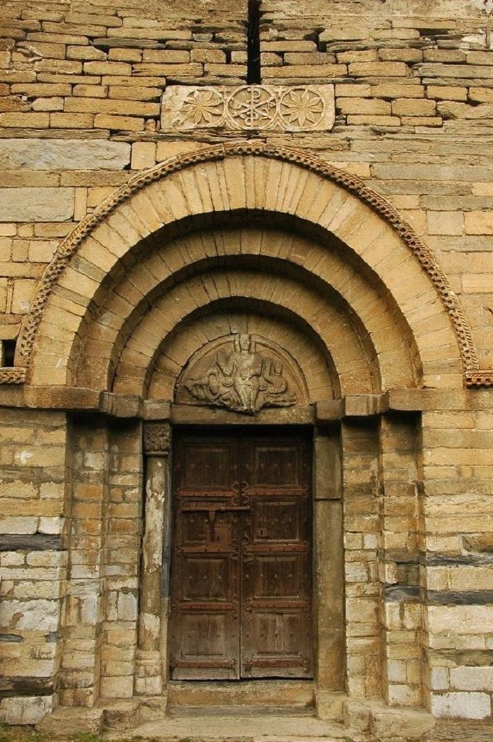 Portada de l'església de Sant Fèlix de Vilac