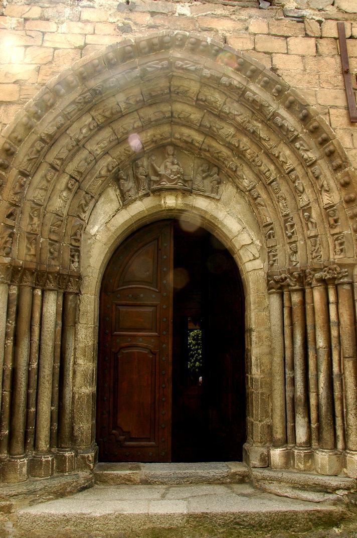 Portalada de l'església de Sant Esteve de Betren