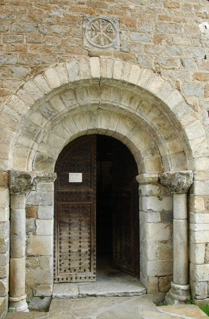 Portalada principal de l'església de Santa Maria de Cap d'Aran de Tredòs