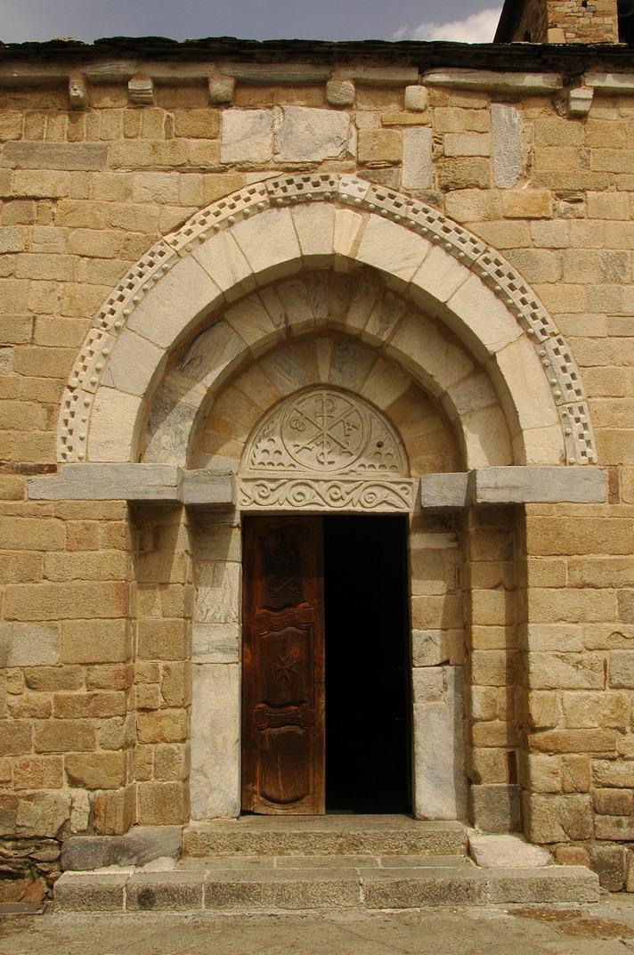 Portalada sud de l'església de la Purificació de Bossòst