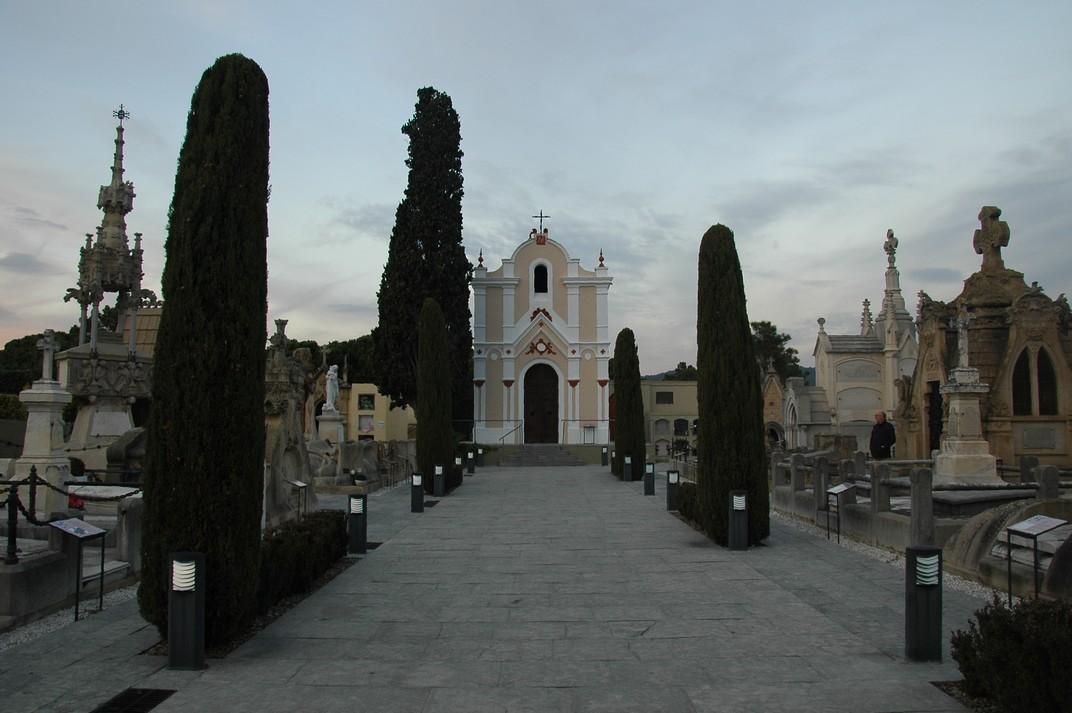 Passeig central del Cementiri de Lloret de Mar