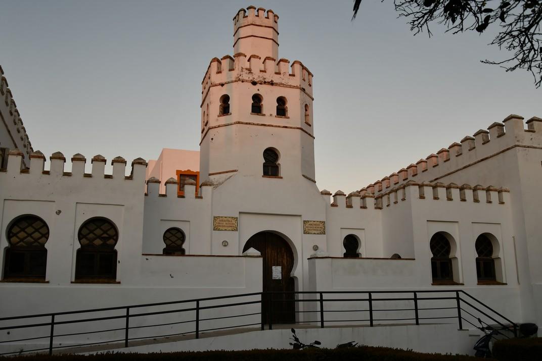 Col·legi de Cervantes de la Plaça de Santa Maria de Tarifa