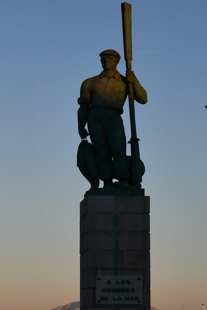 Monument als homes de la mar de Tarifa