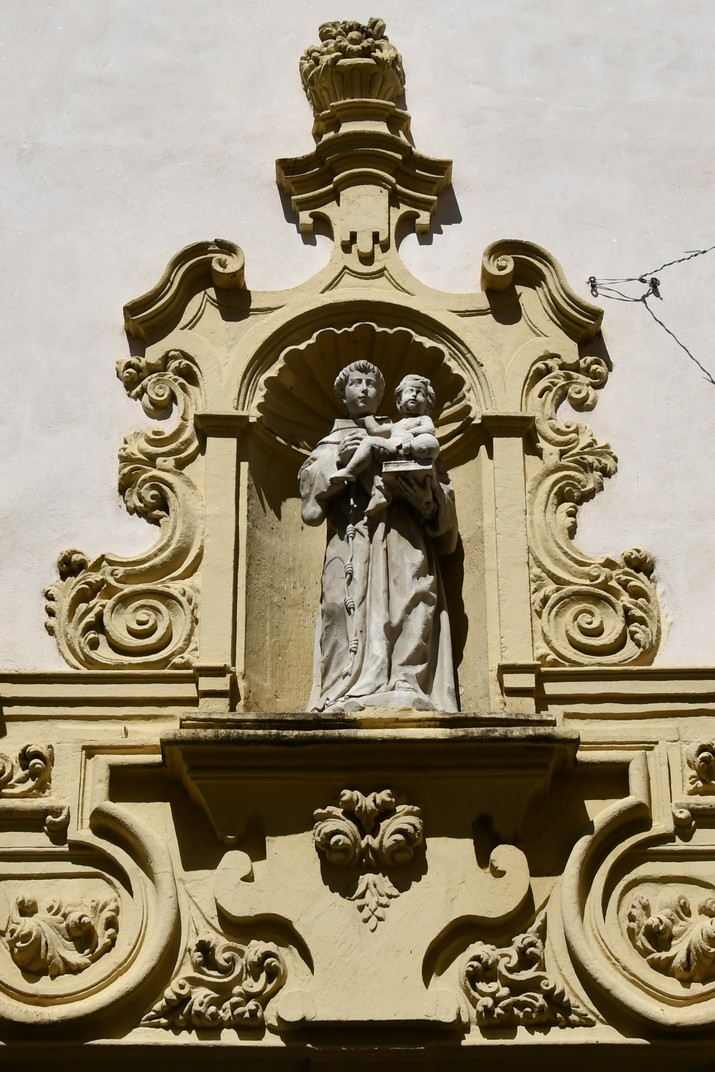 Portada de l'església de Sant Francesc de Cadis