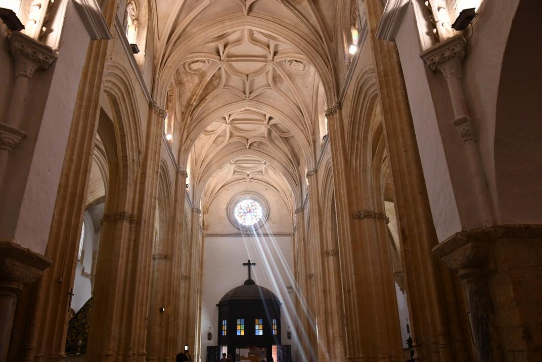 Primer tram de la nau central de l'església del Diví Salvador de Vejer de la Frontera