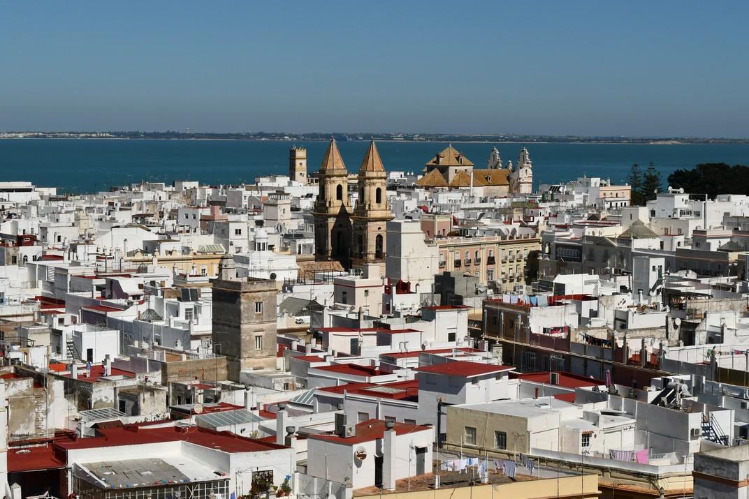 Vista des de la torre Tavira de l'església de Sant Antoni de Cadis