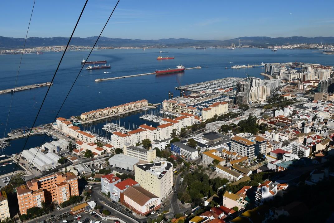 Vistes del port comercial de Gibraltar