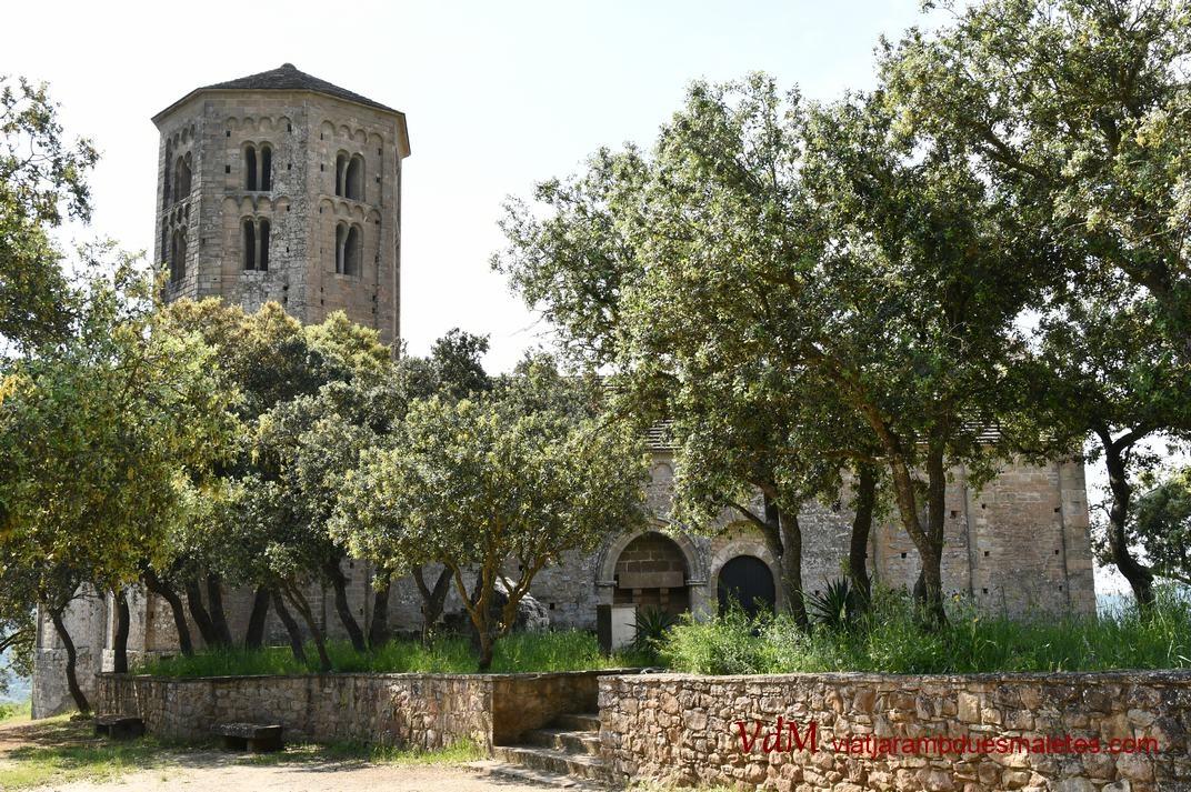 Accés principal de l'església-canònica de Sant Pere de Ponts