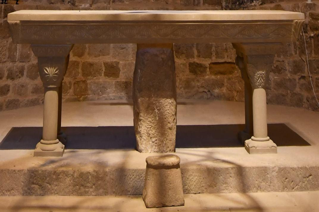 Altar de l'església-canònica de Sant Pere de Ponts