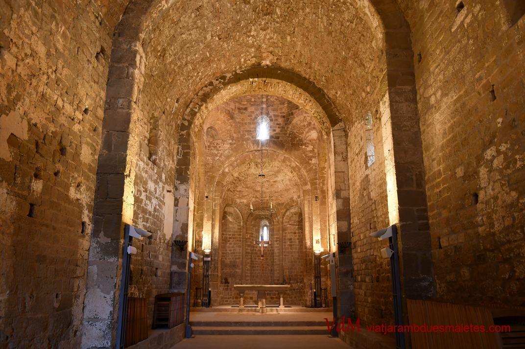 Nau de l'església-canònica de Sant Pere de Ponts