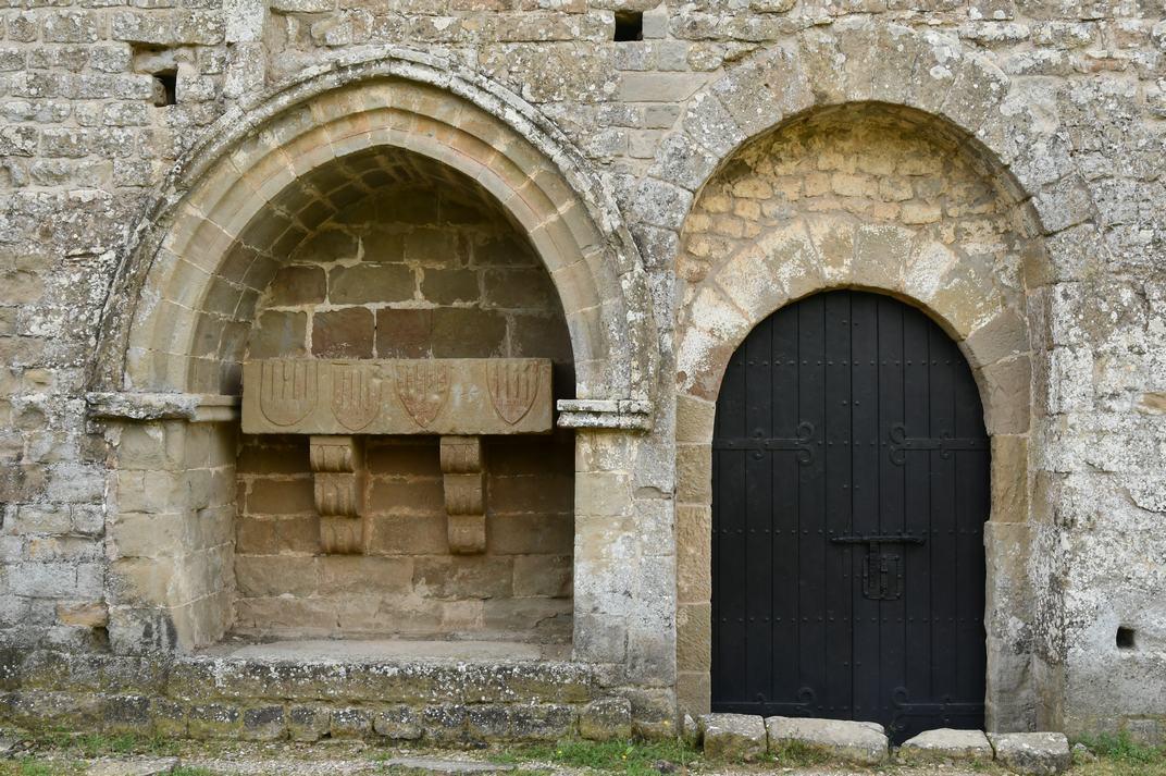 Porta principal de l'església-canònica de Sant Pere de Ponts